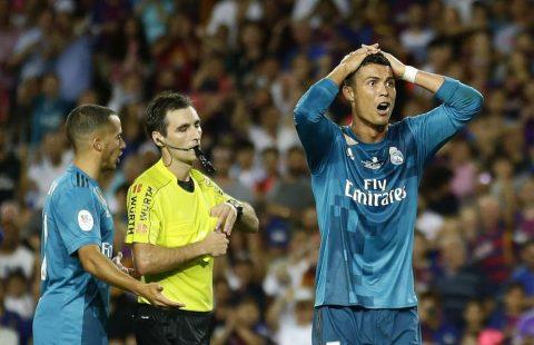 """Tai họa chuẩn bị giáng xuống đầu Ronaldo sau hành vi """"xấu xí"""" với trọng tài"""