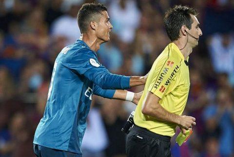 Cựu trọng tài số một nước Anh: 'Ronaldo đáng bị cấm 12 trận, 5 trận quá nhẹ'