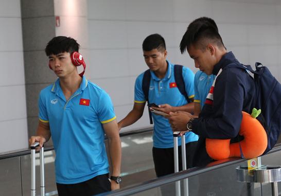 U22 Việt Nam nhọc nhằn di chuyển sang Malaysia dự SEA Games 29