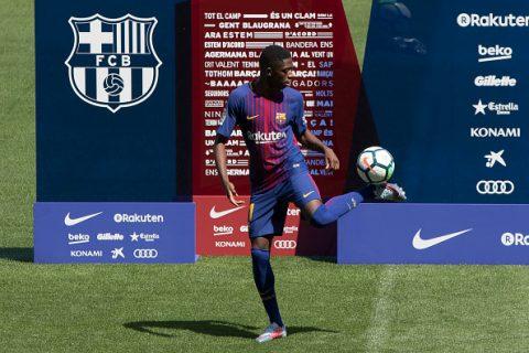 """CHÙM ẢNH: Bom tấn kỷ lục Dembele tái hiện màn tâng bóng """"dở tệ"""" của Paulinho trong ngày ra mắt Barca"""