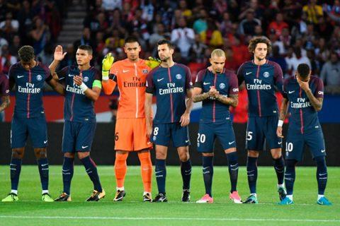 CHÙM ẢNH: Neymar khóc nghẹn trong phút mặc niệm các nạn nhân khủng bố, cả châu Âu hướng về Barcelona