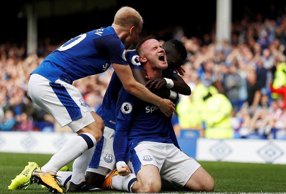 CHÙM ẢNH: Rooney sắm vai người hùng, Everton giành trọn 3 điểm ngày ra quân