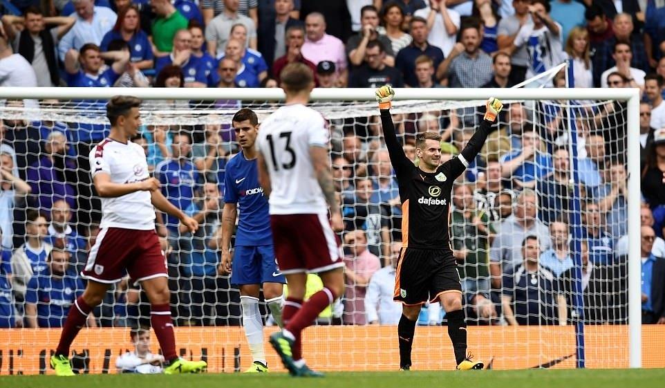 Nhận 2 thẻ đỏ trực tiếp, bom tấn Morata cũng không thể cứu Chelsea thoát thua trước nhược tiểu Burnley