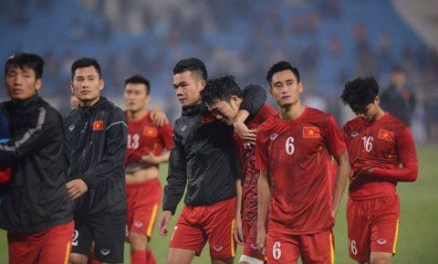 """Nhìn lại vô số sai lầm ngớ ngẩn làm """"tan nát bao con tim"""" của bóng đá Việt Nam trong 4 năm qua"""