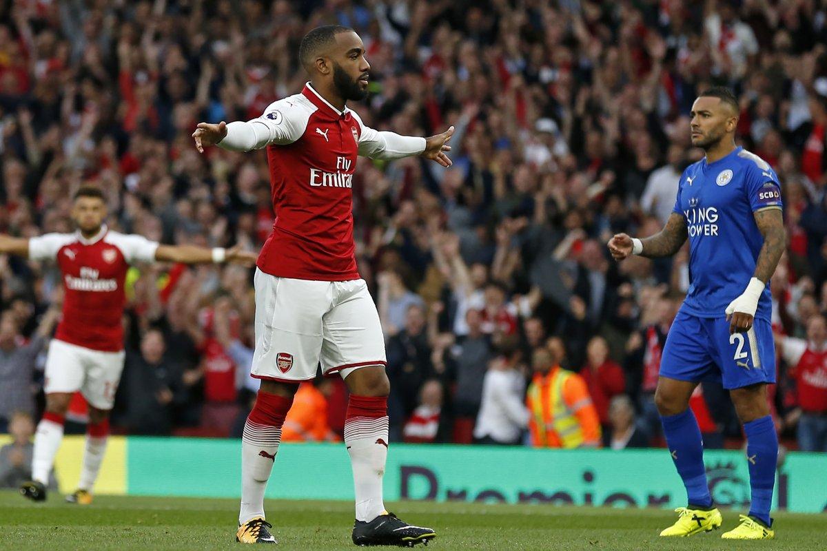 """Nổ súng ngày ra mắt, """"bom tấn"""" Lacazette thiết lập kỷ lục mới tại Premier League"""