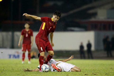 HLV Hữu Thắng đau đầu tìm người thay Duy Mạnh trong trận gặp Thái Lan