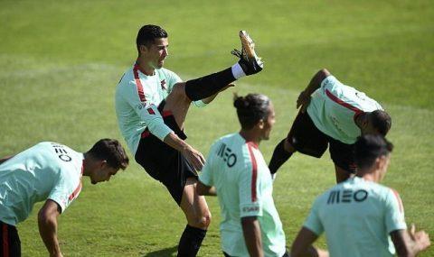 Chùm ảnh: Sung sức trên sân tập, Ronaldo đã sẵn sàng bùng nổ