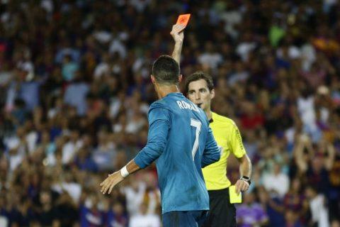 """Chiếc thẻ đỏ trọng tài dành cho Ronaldo trong trận Siêu kinh điển """"lượt đi"""" là sai 100%"""