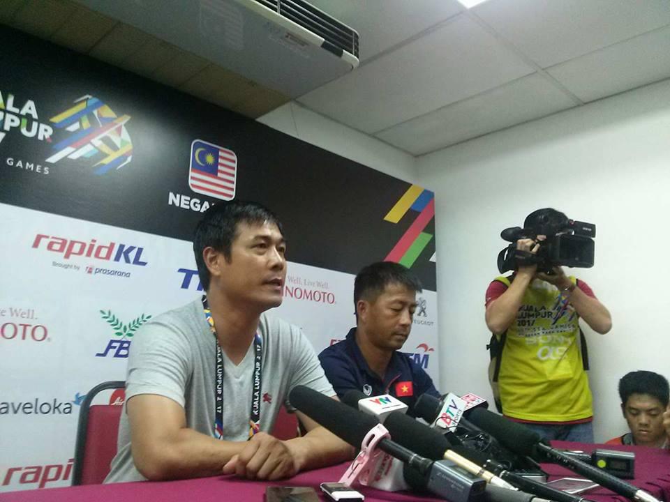 """HLV Hữu Thắng: """"Trọng tài đã cướp trắng 2 quả 11m của U22 Việt Nam"""""""