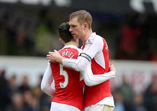 Arsenal chính thức chia tay trung vệ khủng