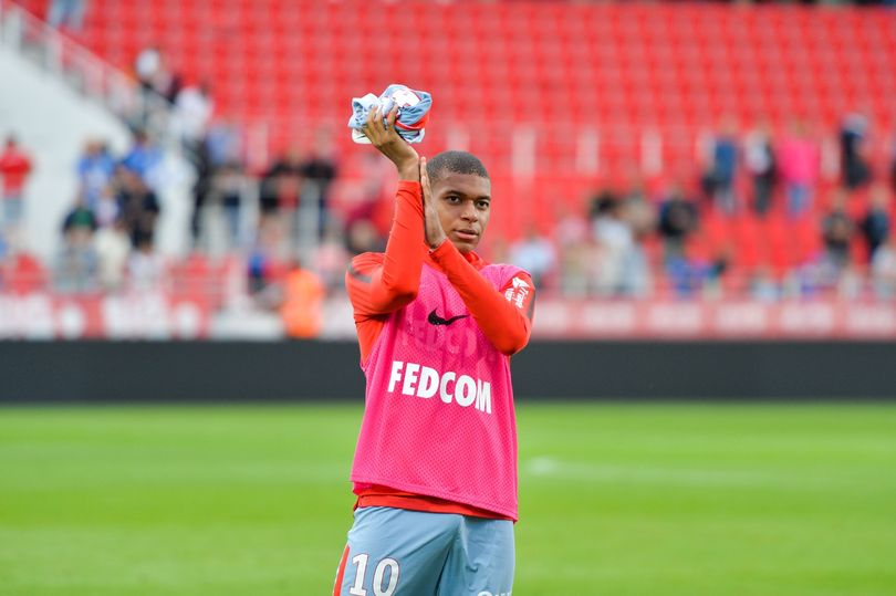 SỐC: Toàn đội Monaco đã được thông báo về việc Mbappe chuyển tới PSG