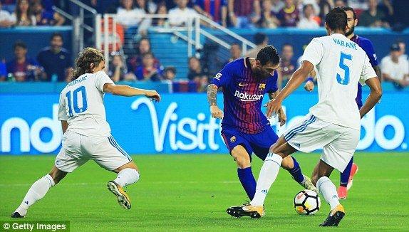 Barca sẽ không dàn hàng chào đón Real trong trận Siêu kinh điển đầu tiên của mùa giải