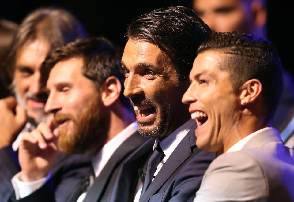 Ronaldo bất ngờ đưa ra những cái tên có thể thay thế mình và Messi trong tương lai