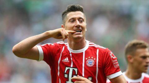 """""""Tặng"""" cú đúp vào lưới Bremen, Lewandowski đưa Bayern trở lại ngôi đầu Bundesliga"""