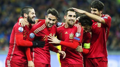 Sau 5 năm, Tây Ban Nha lại trở về với chiến thuật dị 4-6-0