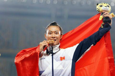 """Báo chí Malaysia không tiếc lời ca ngợi """"người phụ nữ nhanh nhất ĐNÁ"""" Tú Chinh"""