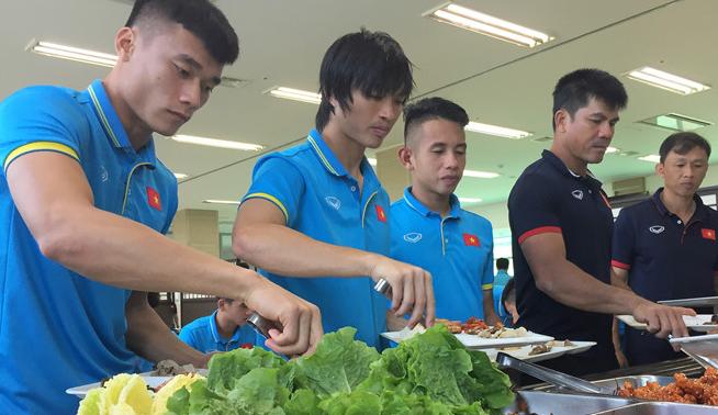 U22 Việt Nam hài lòng với bữa ăn tuyệt nhất từ ngày sang Hàn Quốc