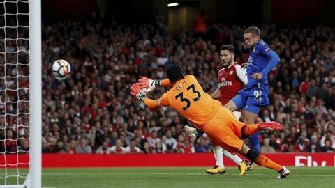 Trình diễn tệ hại ở trận khai màn, Cech bị FAN Arsenal đòi tống khứ