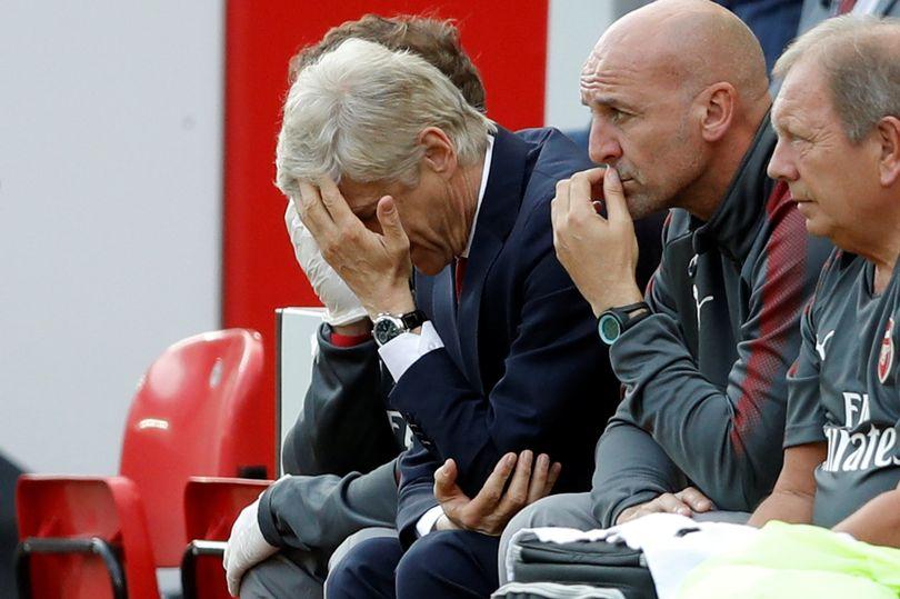 HLV Wenger lên tiếng xin lỗi các CĐV sau thất bại nhục nhã