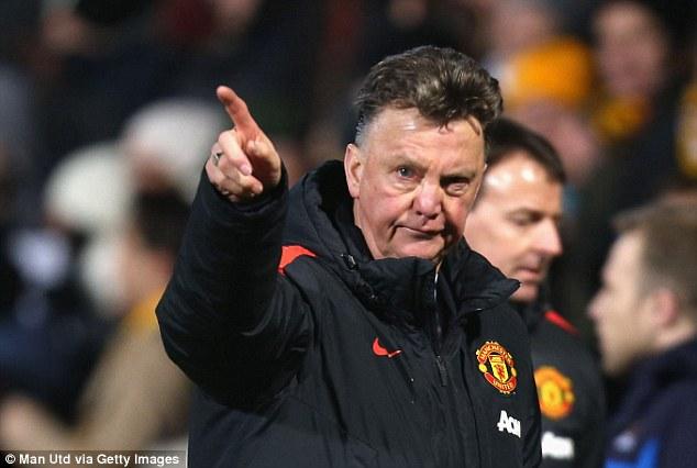 """Vẫn ấm ức vì bị sa thải, HLV Van Gaal tố Man Utd là """"kẻ phản bội"""""""