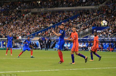 """Sấp mặt không tưởng trên đất Pháp, """"cơn gió thoảng"""" Hà Lan ngày càng xa giấc mơ World Cup"""