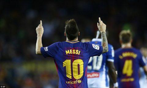 Messi chói sáng rực rỡ với hat-trick, tân binh Dembele kiến tạo, Barca vùi dập hàng xóm 5 bàn không gỡ