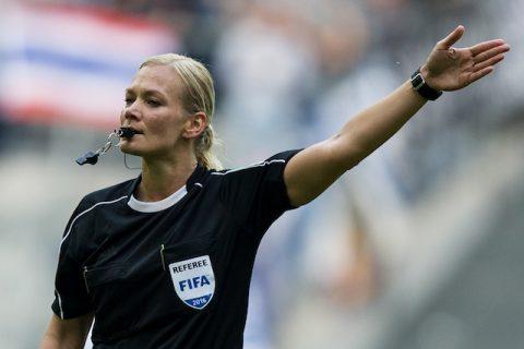 Bundesliga CHÍNH THỨC có nữ trọng tài chính đầu tiên trong lịch sử