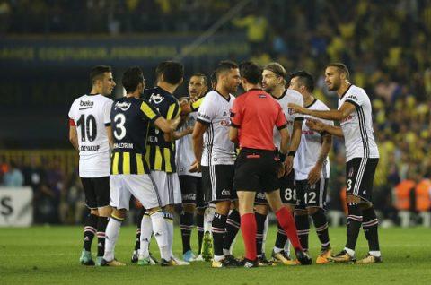 12 thẻ vàng, 5 thẻ đỏ xuất hiện ở trận derby Istanbul