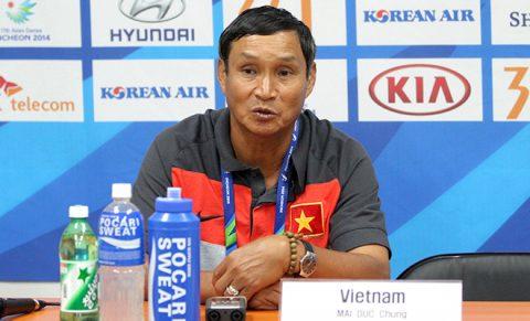 """HLV Mai Đức Chung cẩn trọng trước """"đại chiến"""" Campuchia"""