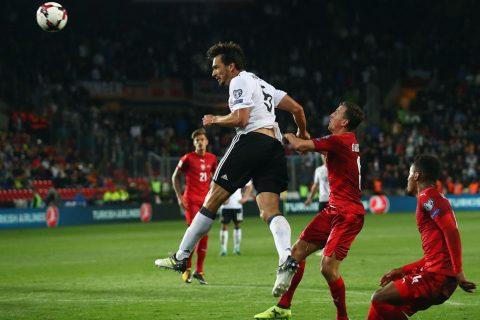 Trung vệ Hummels tỏa sáng phút cuối giúp ĐT Đức nối dài mạch thắng tại vòng loại World Cup
