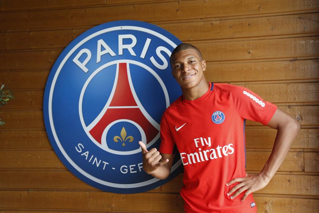 """""""Bom tấn"""" Mbappe chính thức có mặt tại đại bản doanh của PSG"""