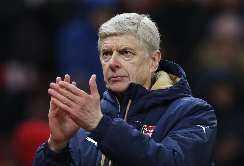 CĐV Man United bỗng đồng loạt lên tiếng tri ân … Arsene Wenger