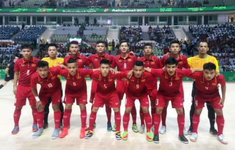 Thắng tối thiểu chủ nhà, futsal Việt Nam vào tứ kết AIMAG 5