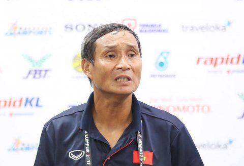 """Tái đấu Campuchia, ông Chung """"xe ca"""" đứng ngồi không yên"""