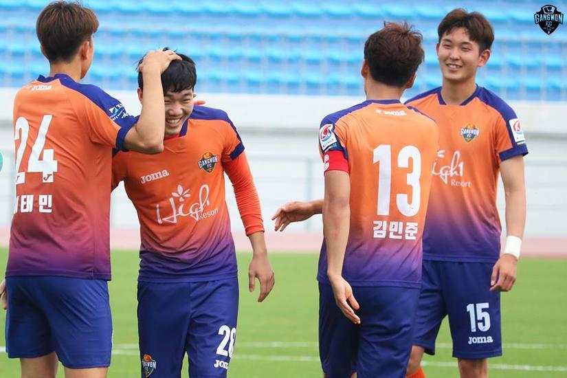 Vừa trở lại Gangwon sau SEA Games, Xuân Trường đã phải tiếp đội bóng số 1 xứ Hàn