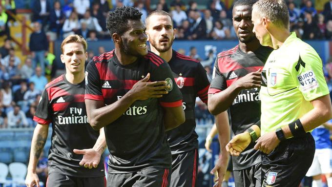 """AC Milan: """"Lắm tiền nhiều của"""" nhưng lại về tay không"""