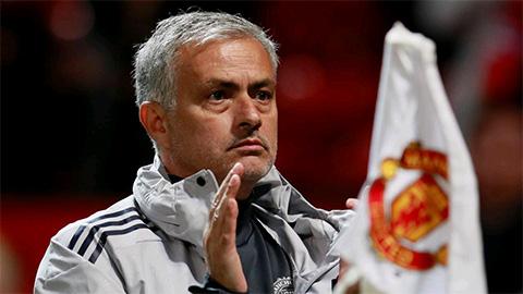 Man Utd phải đá sân khách 6/7 trận sắp tới, Mourinho nói gì?
