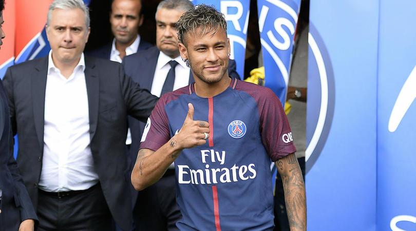 """Neymar công khai gọi chủ tịch Barcelona là """"tên hề"""""""