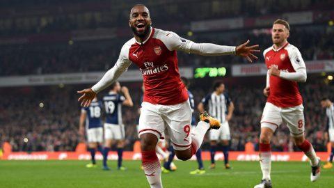 Tỏa sáng với cú đúp, Lacazette đưa Arsenal tiệm cận top 4