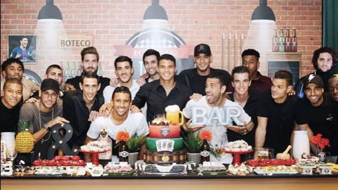 Neymar dự sinh nhật Thiago Silva, Cavani vắng mặt