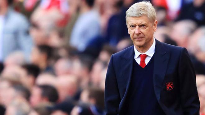 """HLV Wenger thừa nhận """"sự ngây thơ"""" khi để Liverpool cướp mất Chamberlain"""
