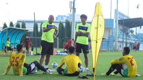 Cựu HLV đội trẻ Arsenal nói gì về các thủ môn của U19 Việt Nam?