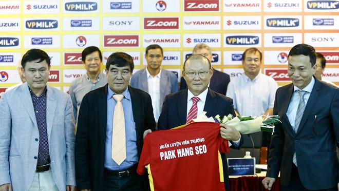 Với HLV Park Hang-seo, tuyển Việt Nam sẽ chơi bóng đá thực dụng