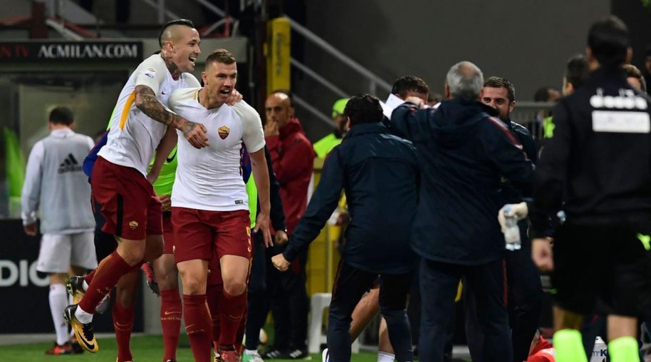 """Quá non nớt, AC Milan  dễ dàng """"sập bẫy"""" của Bầy sói Roma"""