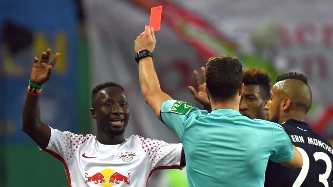 Kỷ lục mua sắm của Liverpool nhận 3 thẻ đỏ chỉ trong 6 trận