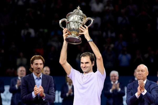 Đẳng cấp lên tiếng kịp thời, Federer ngược dòng để vô địch Basel Open 2017