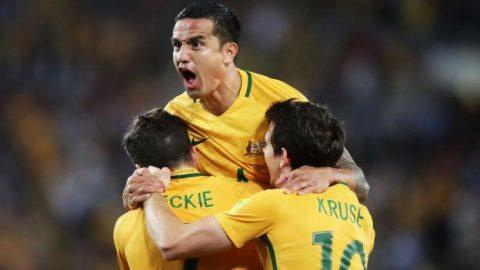 """Nhờ công """"Lão tướng"""", Australia nhọc nhằn giành vé đá Play-off"""