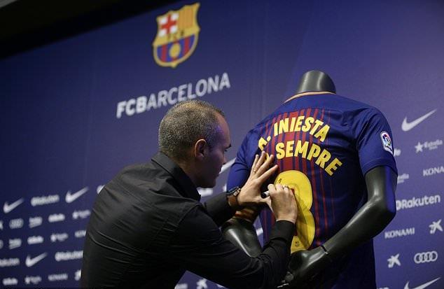 Andres Iniesta ký 'hợp đồng trọn đời' với Barcelona