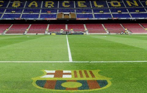 """Barca """"hốt bạc"""" nhờ đặt tên lót cho sân Camp Nou"""