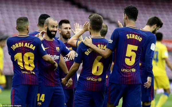 """""""Kẻ thấp kém"""" to gan mời gọi Barcelona và Messi"""